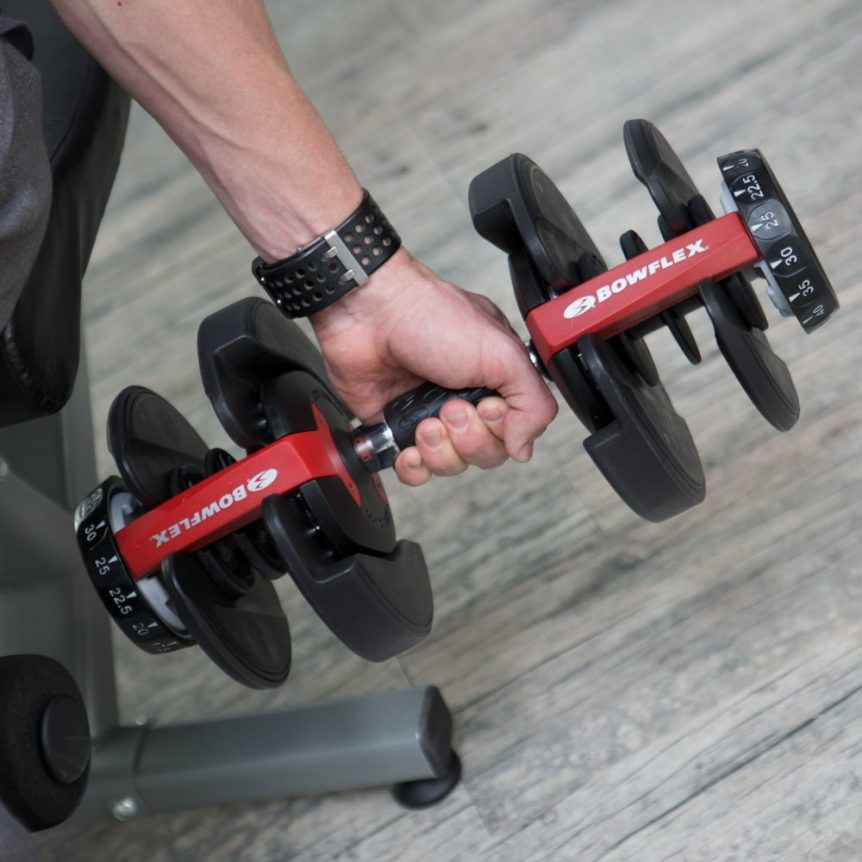 Image of the Bowflex SelectTech 552 being used at a 25 lb setting during a workout
