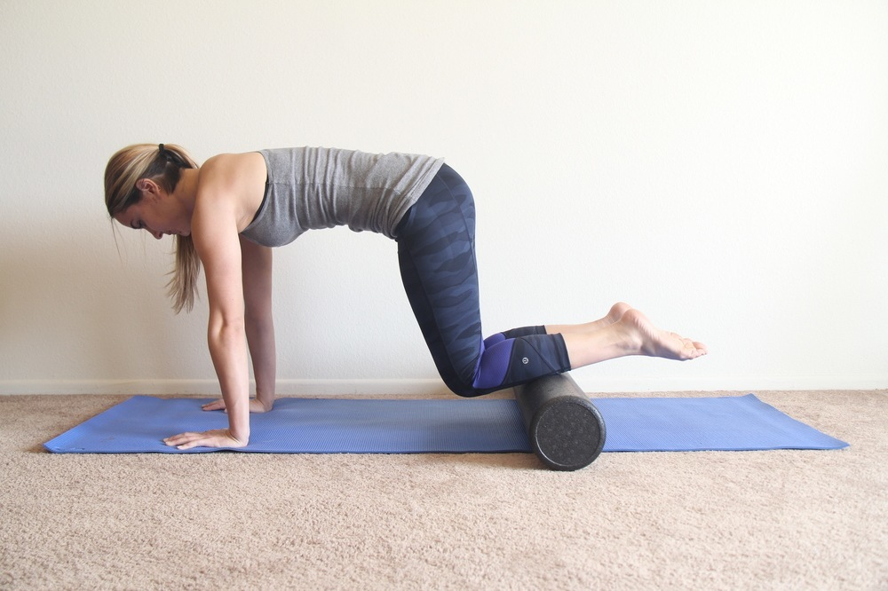 The Ultimate Foam Roller Exercise Guide: 25+ Moves and ...