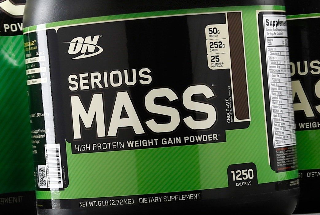 Image of a bottle of mass gainer protein powder
