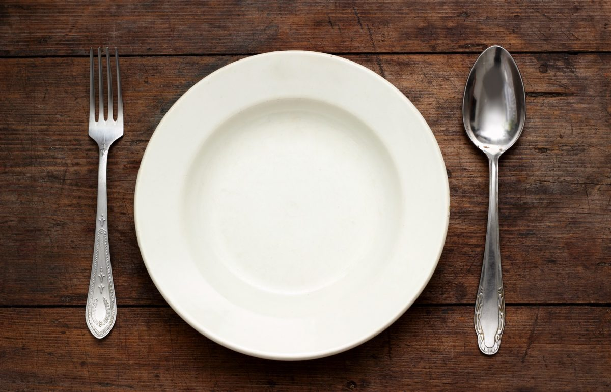 Image showing an empty plate to symbolize the effects of fasting