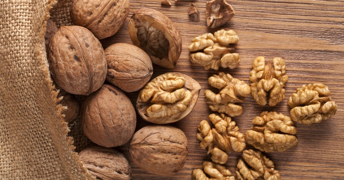 Peanuts vs Almonds vs Walnuts vs Cashews: What's The Best Nut?