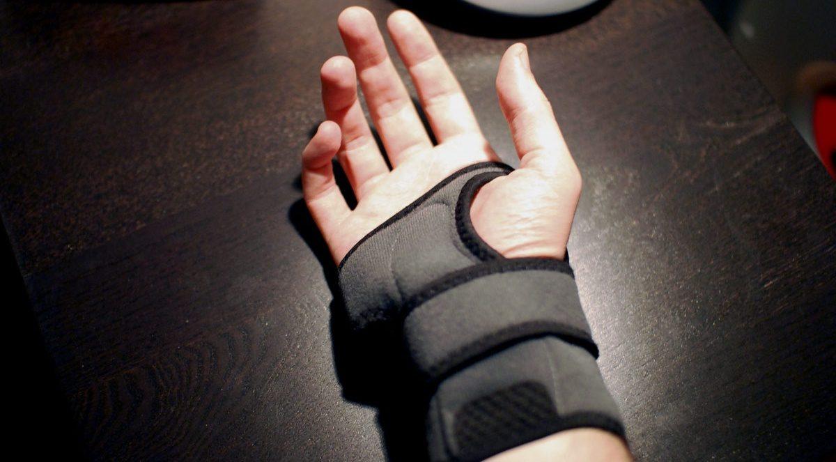 Image of a man wearing a carpal tunnel wrist brace