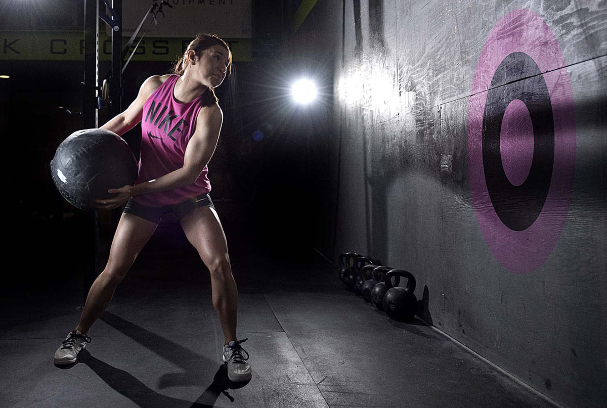 Hanging knee raises with medicine ball - Bouncing Medicine Balls