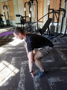 sumo squat toe hold side