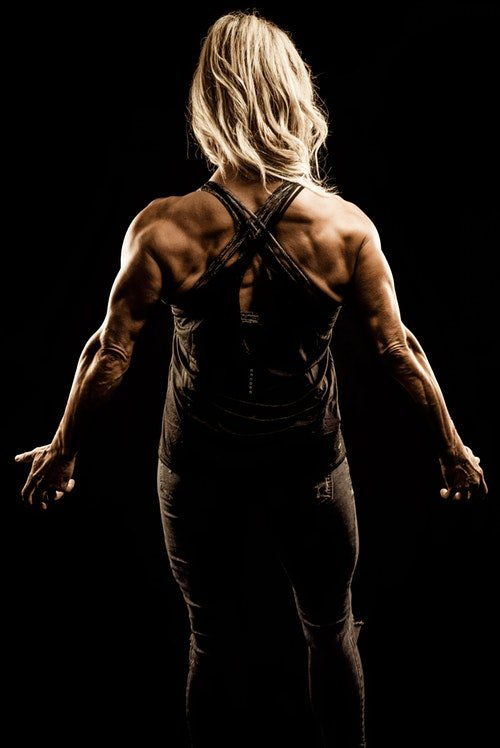A women with defined back muscles